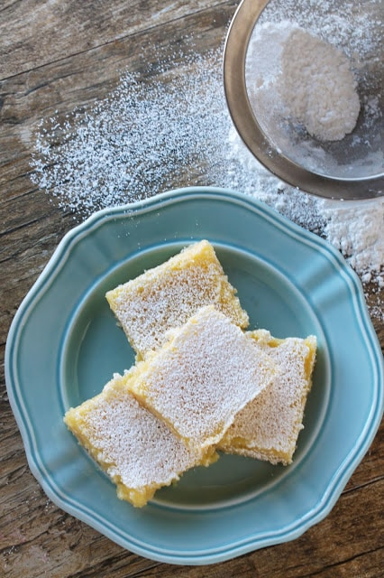 You need just 5 ingredients to make the perfect meyer lemon bars. It's the perfect balance between sour and sweet.
