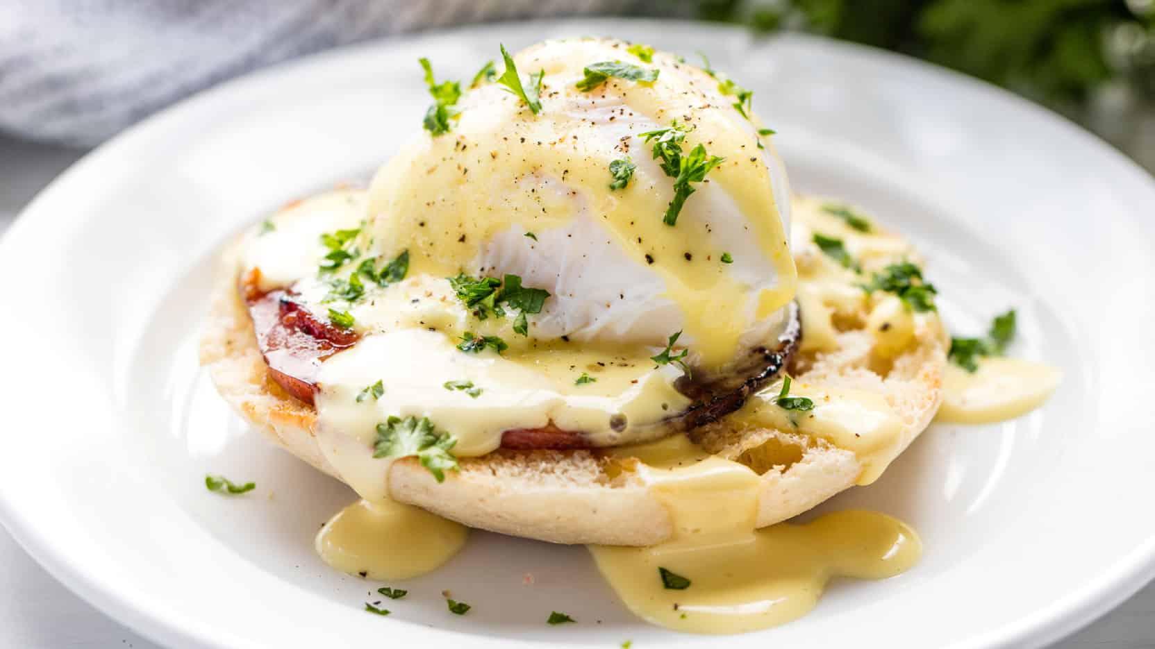 Perfect Eggs Benedict - thestayathomechef.com