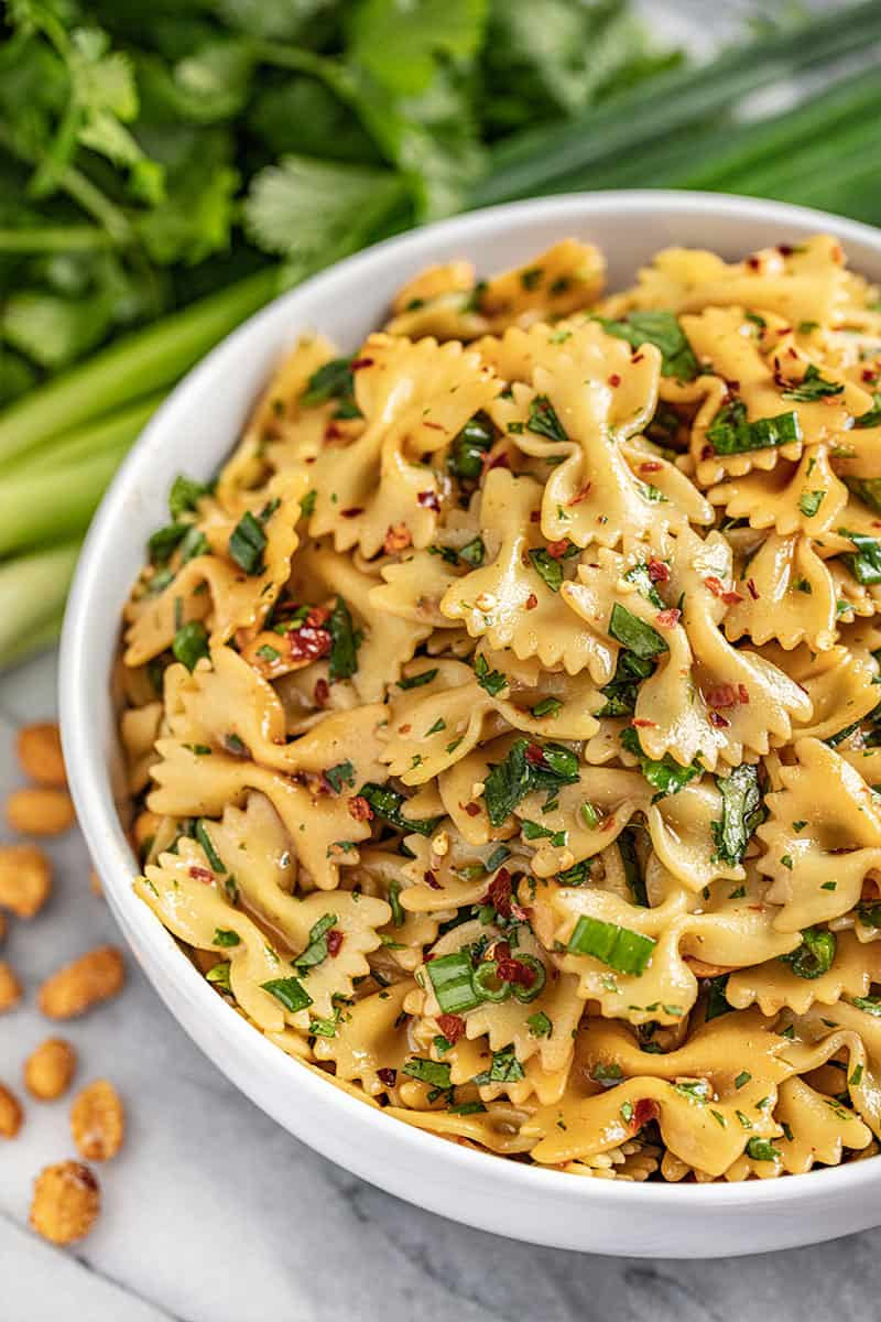 Spicy thai pasta salad with peanuts